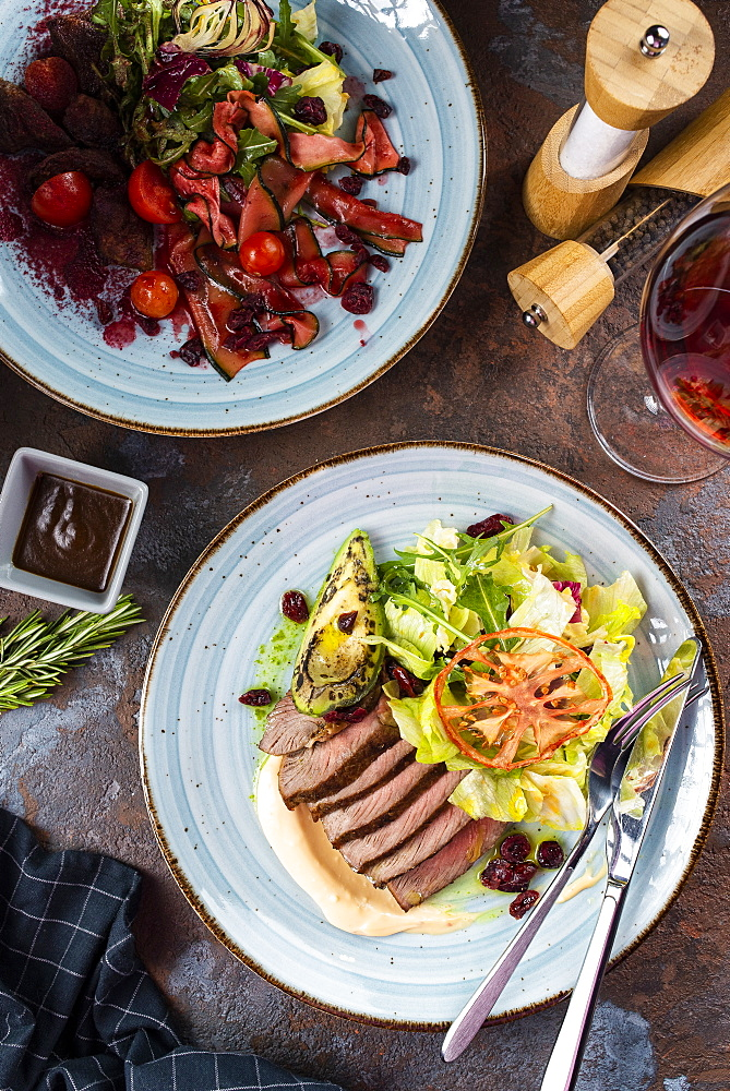 Two beef salads with red wine