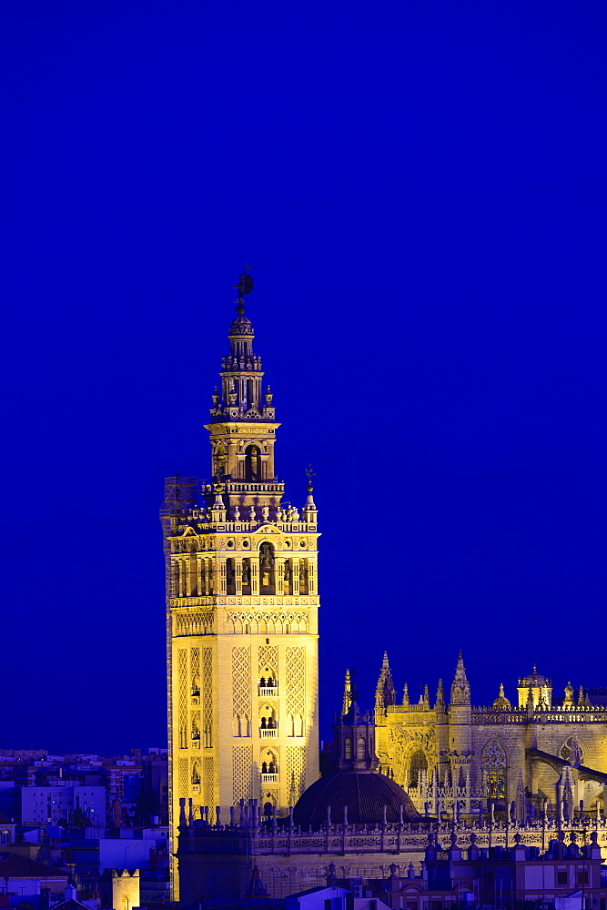 Spain, Seville, Giralda and Catherdral of Seville, Giralda tower at night