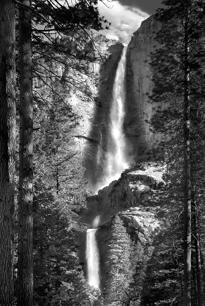 USA, California, View of Yosemite Falls