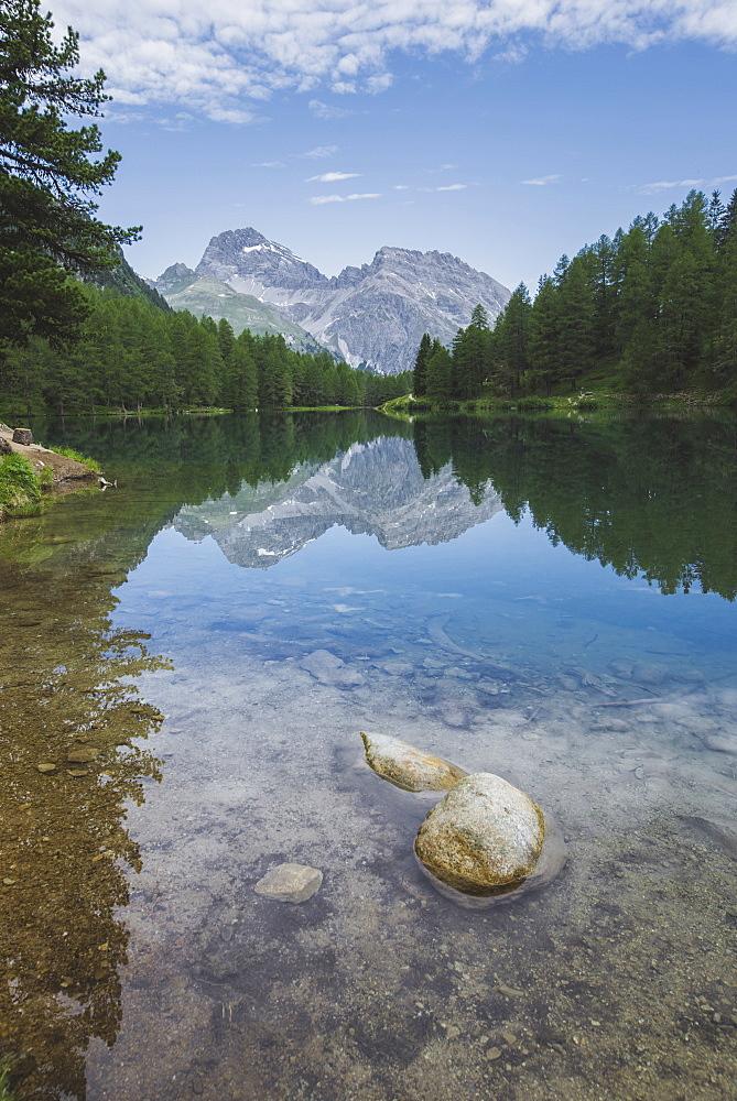 Switzerland, Bravuogn, Palpuognasee, Scenic view of Palpuognasee lake in Swiss Alps