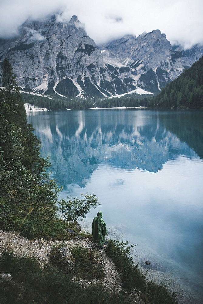 Italy, Pragser Wildsee, Dolomites, South Tyrol, Clouds over mountain lake - 1178-30396