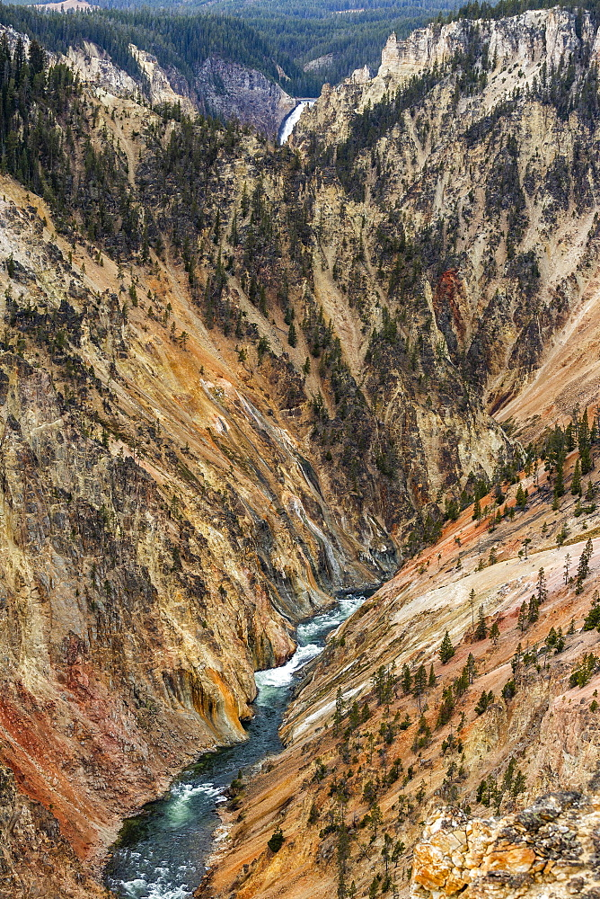 USA, Wyoming, Yellowstone National Park, Yellowstone River flowing through Grand Canyon in Yellowstone National Park - 1178-30577