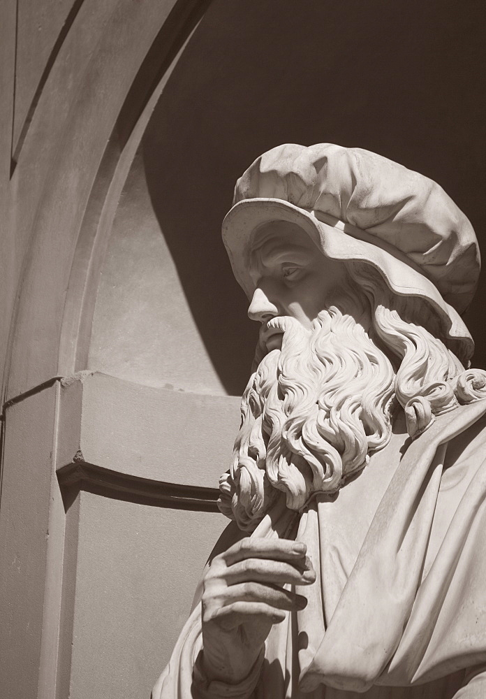 Statue of Leonardo Da Vinci Florence Italy