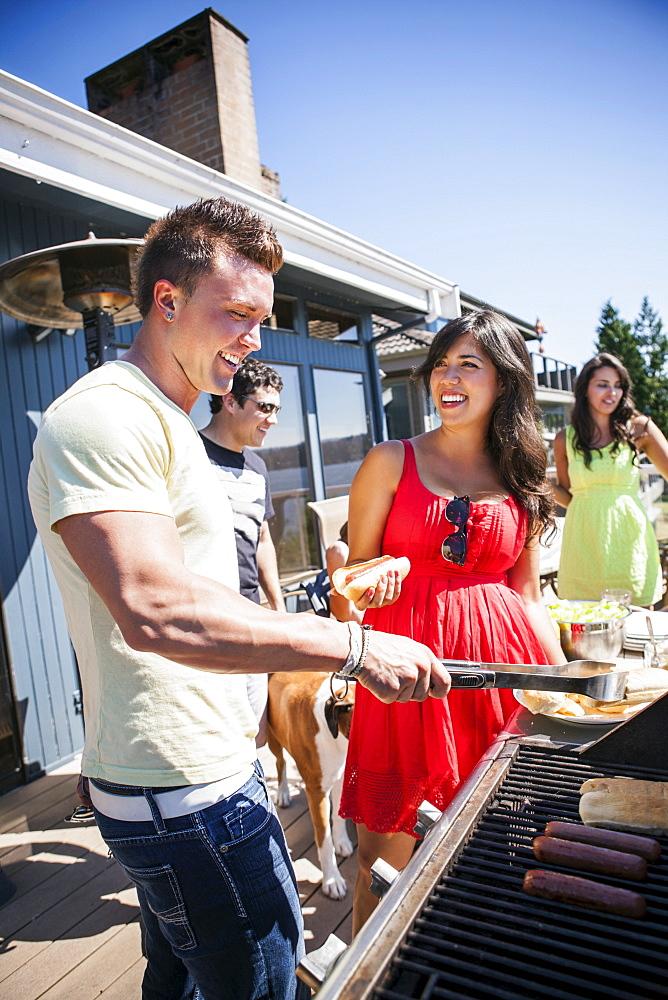 Young people enjoying barbecue, USA, Washington, Bellingham