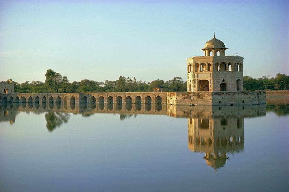 Hiran Minar, 43km from Lahore, Punjab, Pakistan, Asia