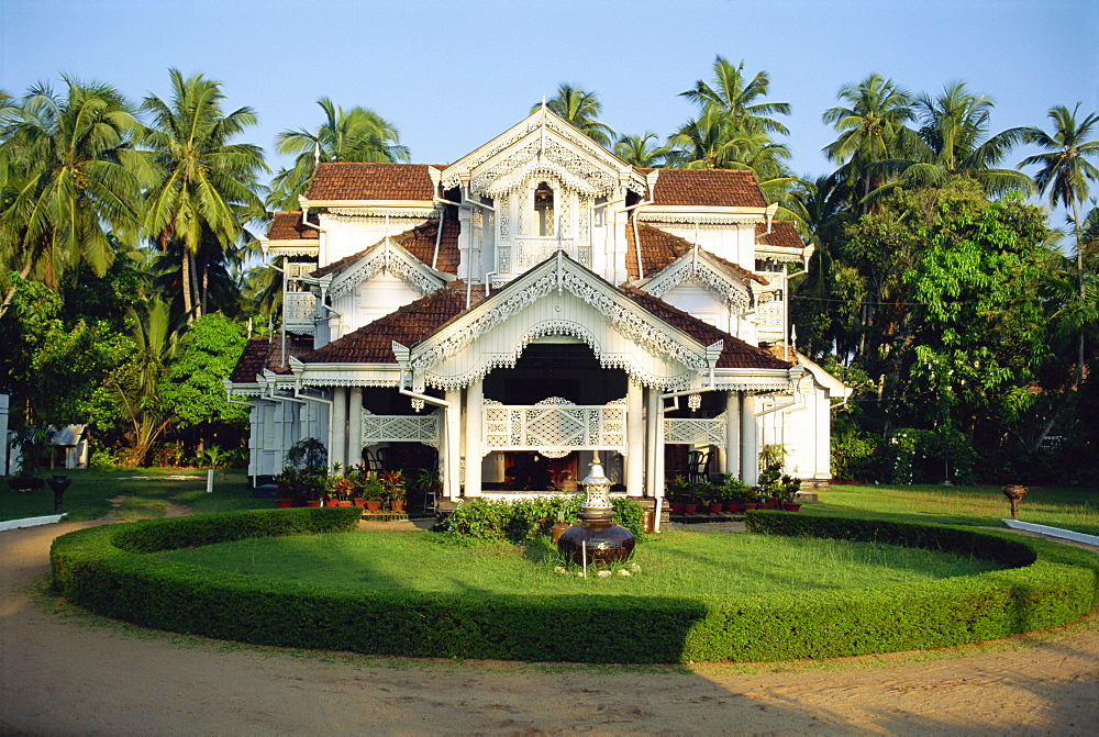 Old colonial style house in suburbs, Colombo, Sri Lanka, Asia