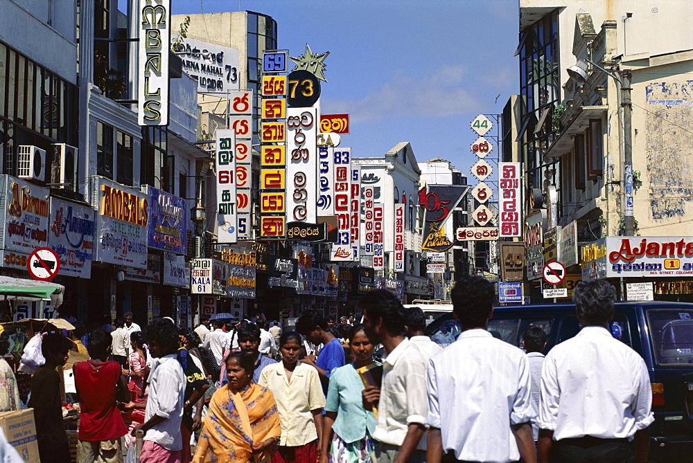 Busy street scene, main street area, Colombo, Sri Lanka, Asia