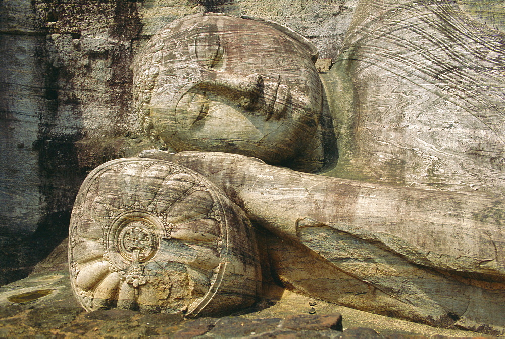 Statue of the reclining Buddha, attaining nirvana, Gal Vihara, Polonnaruwa, Sri Lanka