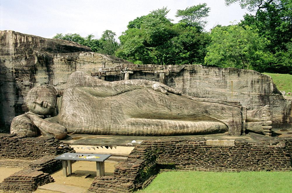 Statue of the reclining Buddha, attaining nirvana. Gal Vihara, Polonnaruwa, Sri Lanka