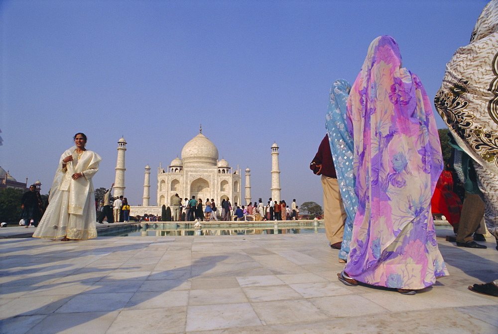 Indian tourists at the Taj Mahal, built by the Moghul emperor Shah Jehan (Jahan), Agra, Uttar Pradesh, India - 1-39261