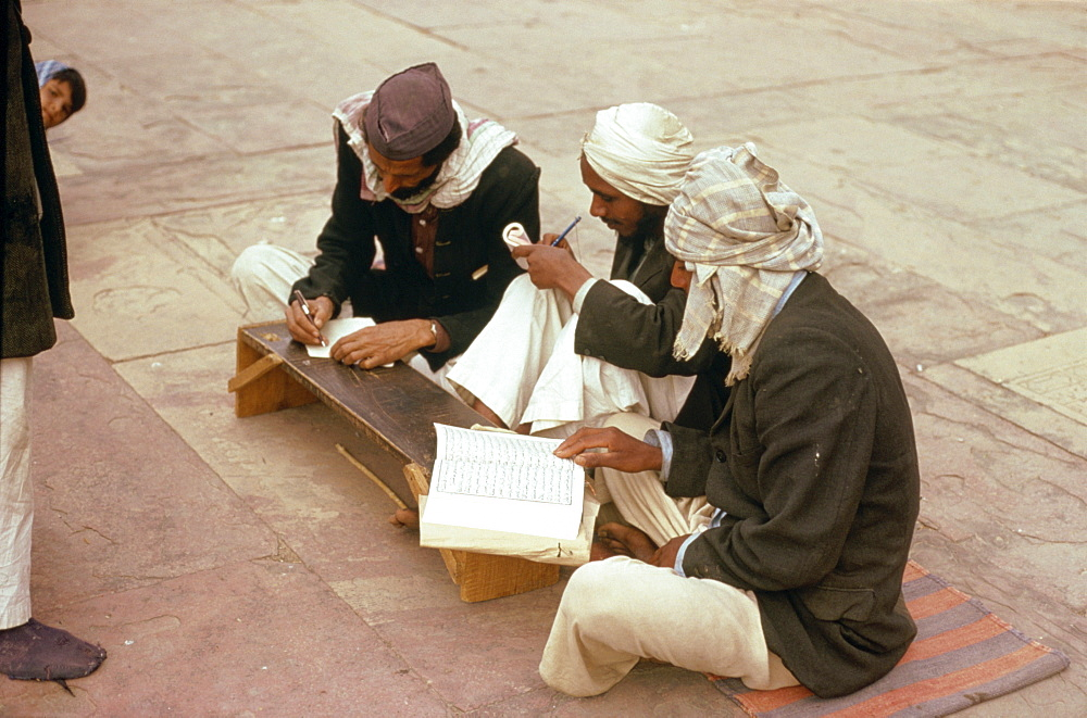 Men at Friday School in mosque at Fatehpur Sikri, Uttar Pradesh state, India, Asia