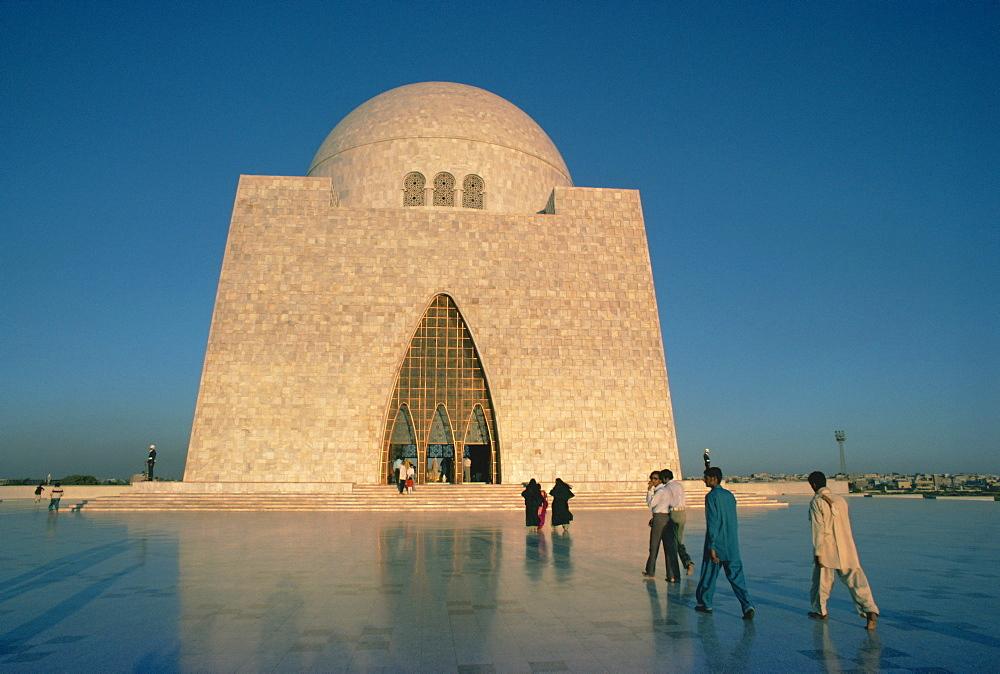 The Quaid-i-Azam, tomb of Mohammed Ali Jinnah, 1876-1948, Karachi, Sind (Sindh), Pakistan, Asia