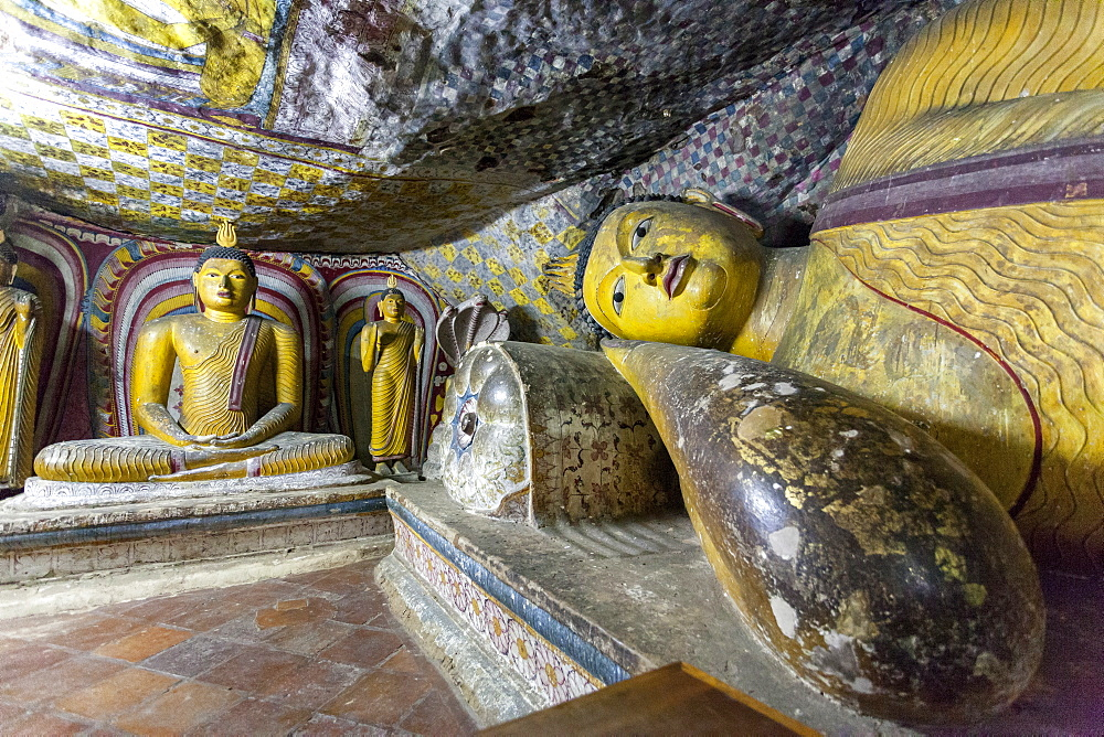 Sitting and reclining Buddha statues, Royal Rock Temple, Golden Temple of Dambulla, UNESCO World Heritage Site, Dambulla, Sri Lanka, Asia