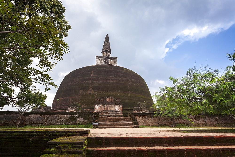 Rankot Vihara dagoba (Stupa) Buddhist temple ruins, Polonnaruwa, UNESCO World Heritage Site, Sri Lanka, Asia