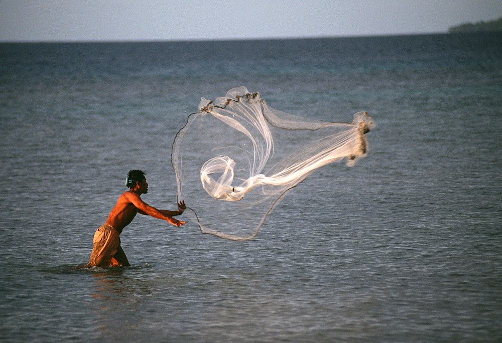 Fisherman throws net.Truk Lagoon