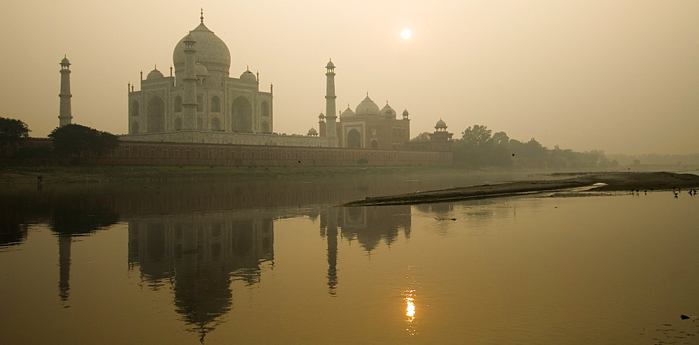 Sunset overlooking River Yamuna to Taj Mahal, Agra, Uttar Pradesh, India