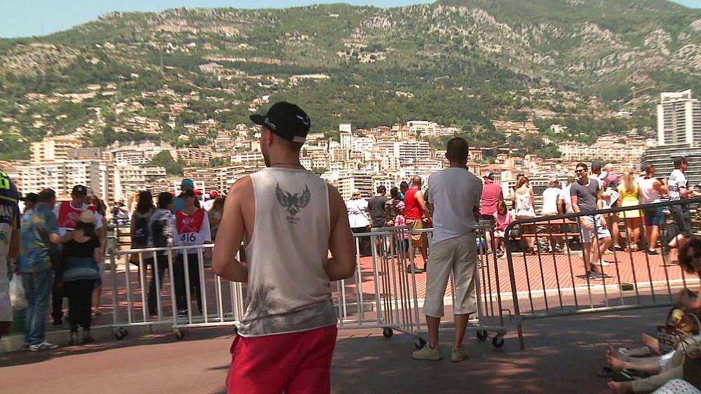 fans gathering for grand prix - 1031-2167