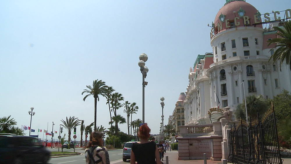 le negresco wide shot with road