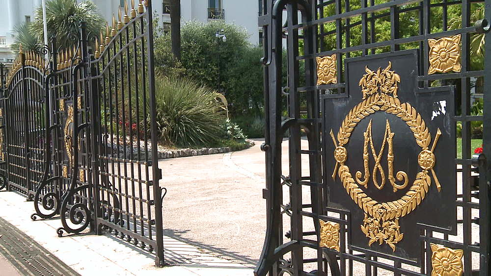 medium shot gates of musee massena - 1031-2178