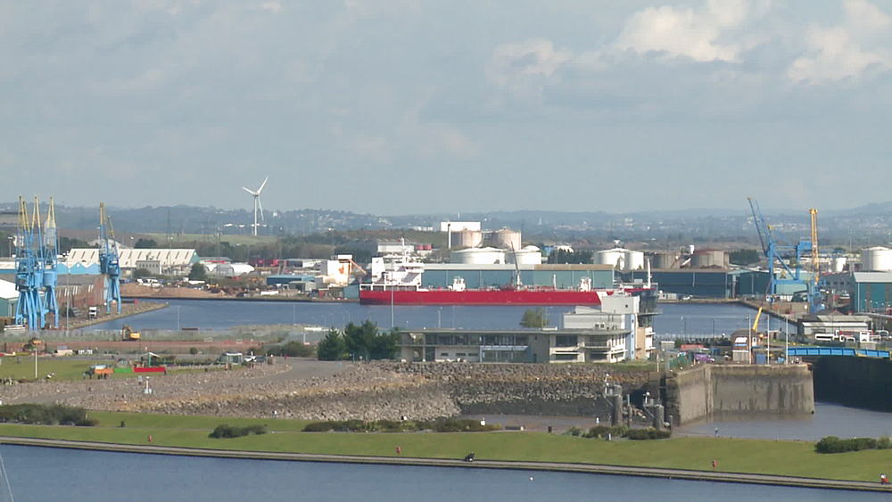 ws dock with ship, po & pan to Mermaid Quay - 1031-2244