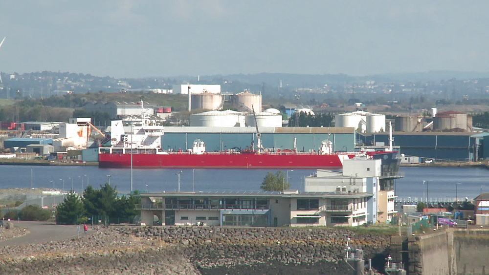 ws ship in dock - 1031-2245