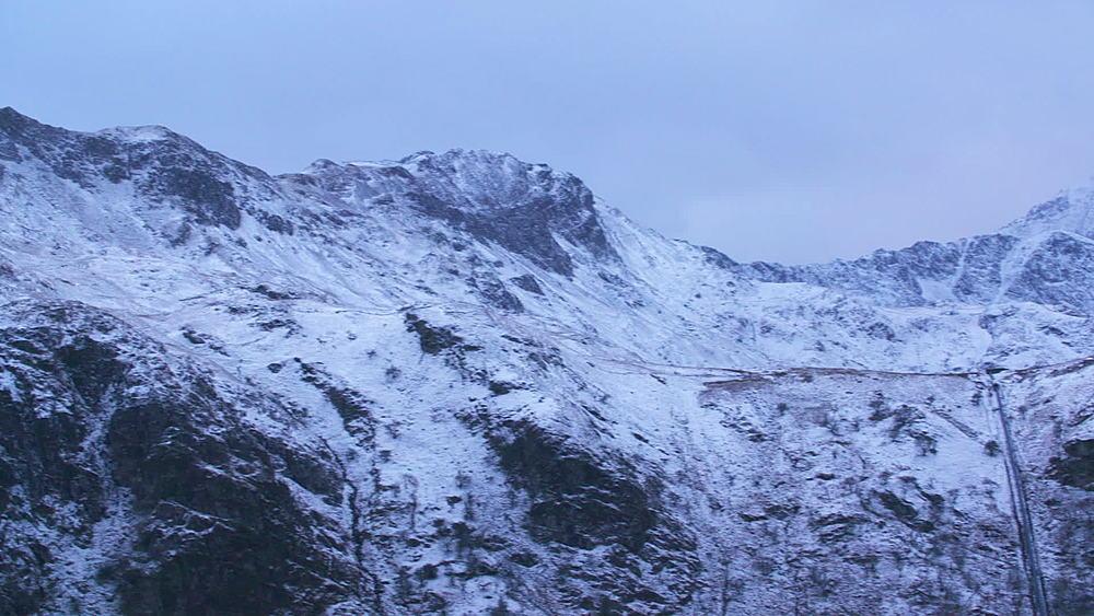 snowy peaks (pan) - 1031-2331