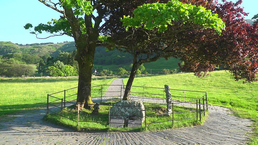 Tree and grave stone of legendary dog Gelert - 1031-2356