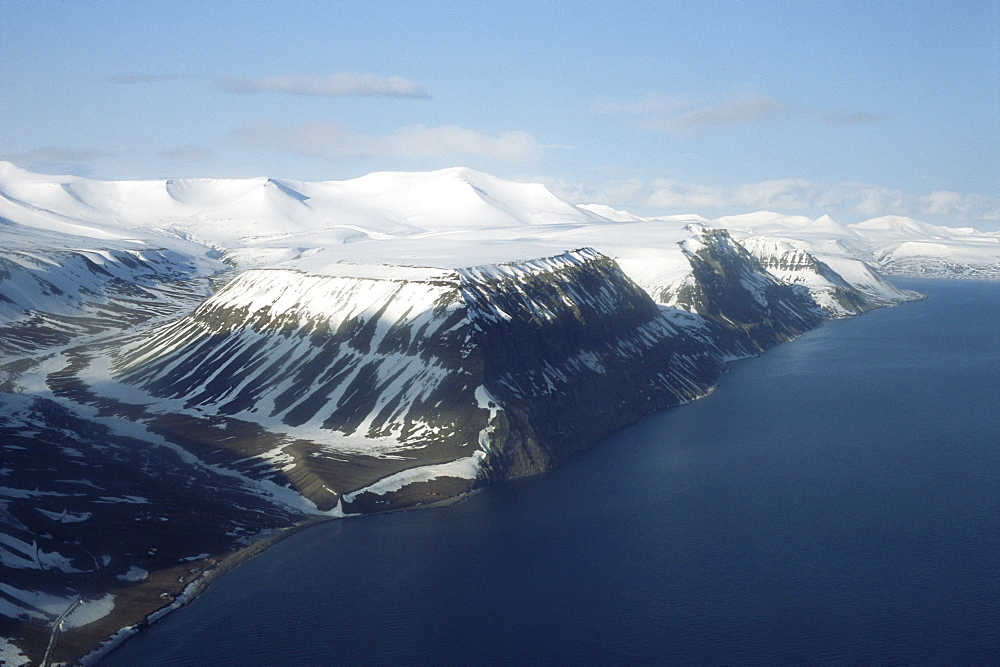 Fjords along south-west coast of Svalbaard / Sptisbergen from the air. - 1036-283