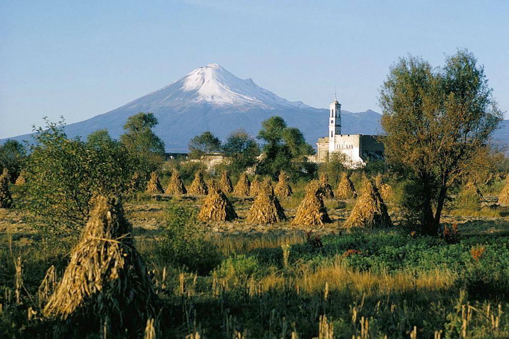 The volcano of Popocatepetl, Puebla state, Mexico, North America