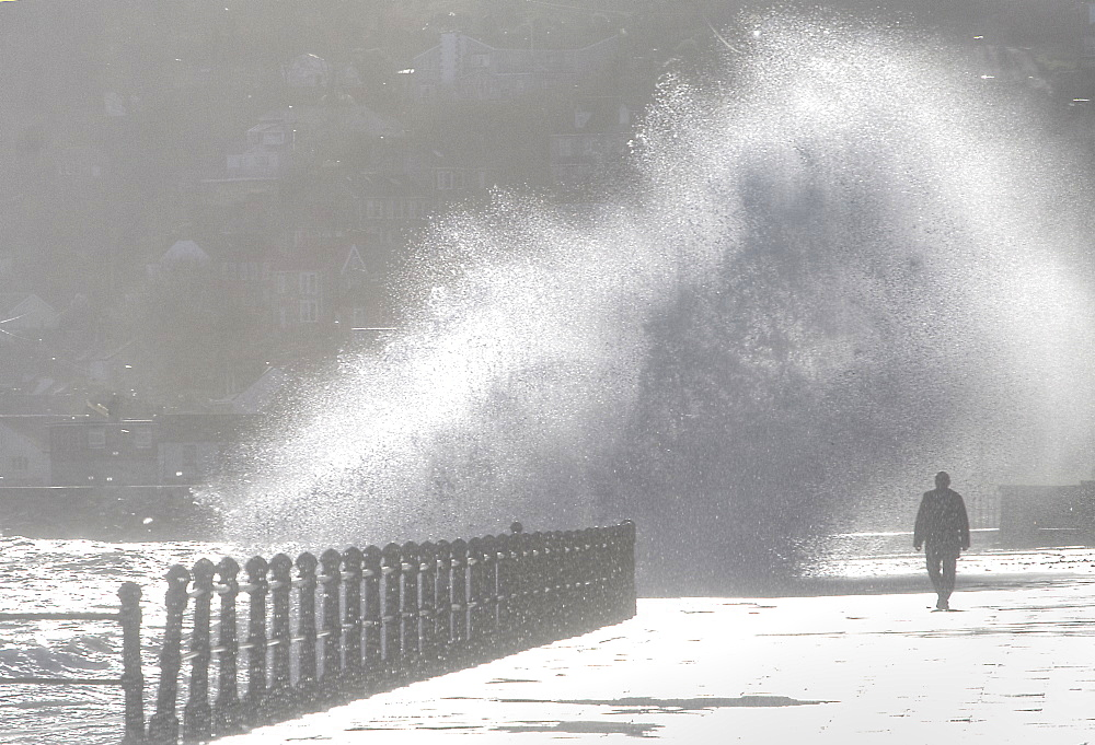 Huge waves hitting prom inPenzance, Cornwall Uk MORE INFO: we seem unprepared for the coming climatic changes!