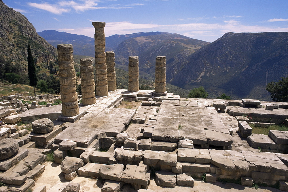 Temple of Apollo, Delphi, UNESCO World Heritage Site, Greece, Europe