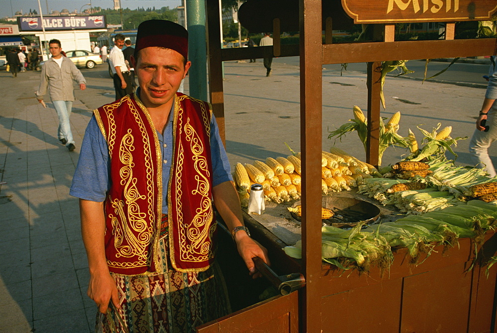 Corn on the cob seller, Eminonu, Istanbul, Turkey, Europe