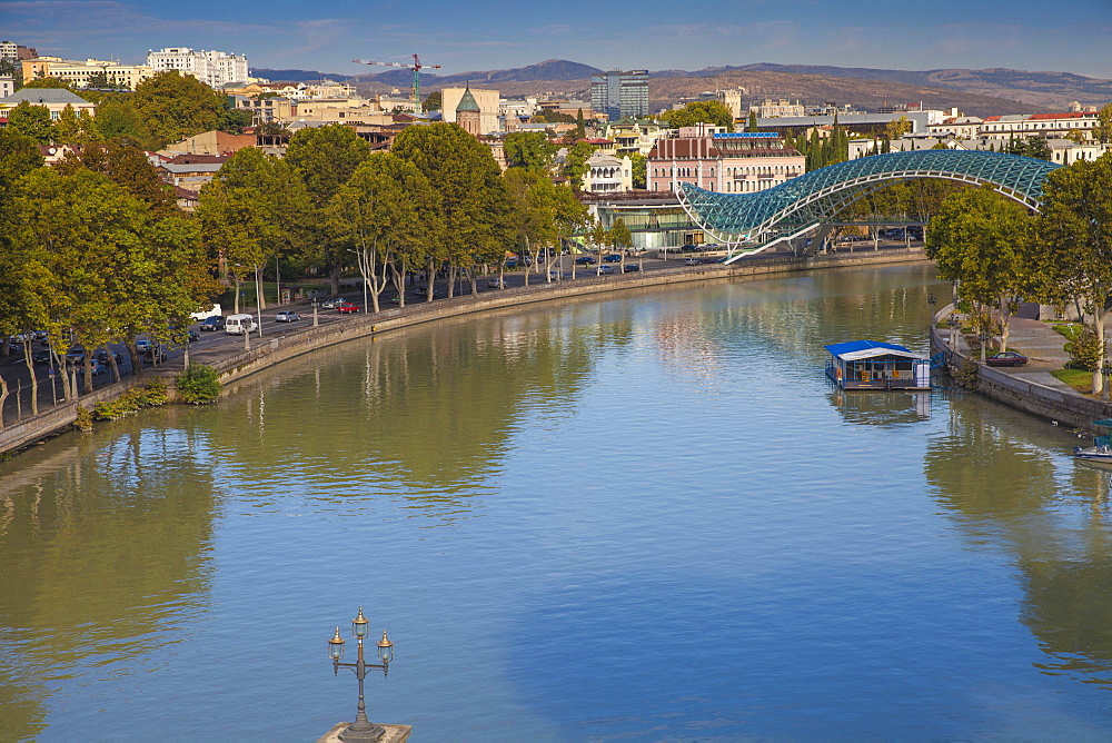 Peace Bridge (Bridge of Peace) over the Mtkvari (Kura) River, Tbilisi, Georgia, Caucasus, Central Asia, Asia