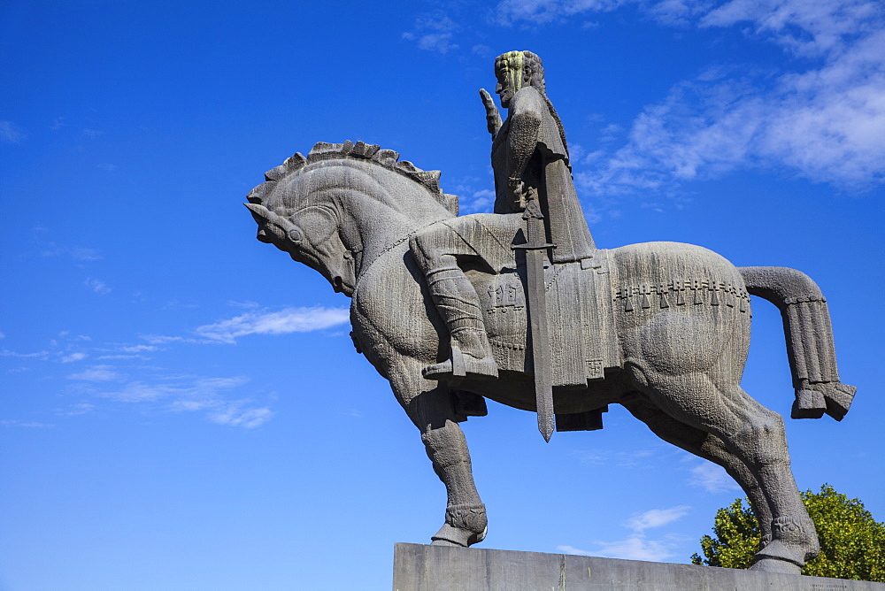 Avlabari, Equestrian Statue of King Vakhtang Gorgasali beside Metekhi Church, Tbilisi, Georgia, Caucasus, Central Asia, Asia