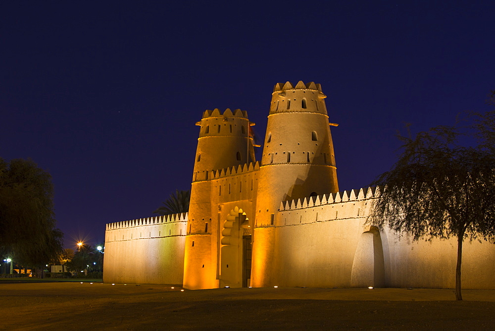 Al Jahili Fort at night, Al Ain, UNESCO World Heritage Site, Abu Dhabi, United Arab Emirates, Middle East