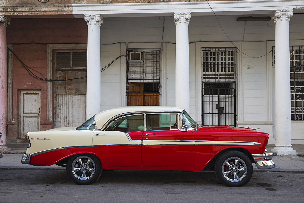 Vintage car, Habana Vieja (Old Town), Havana, Cuba, West Indies, Central America