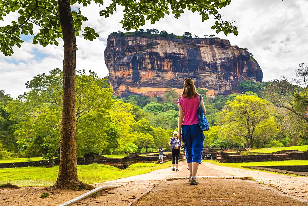 Tourist at Sigiriya Rock Fortress (Lion Rock), UNESCO World Heritage Site, Sigiriya, Cultural Triangle, Sri Lanka, Asia