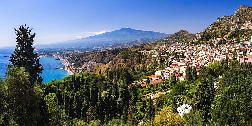Taormina and Mount Etna Volcano seen from Teatro Greco (Greek Theatre), Taormina, Sicily, Italy, Mediterranean, Europe