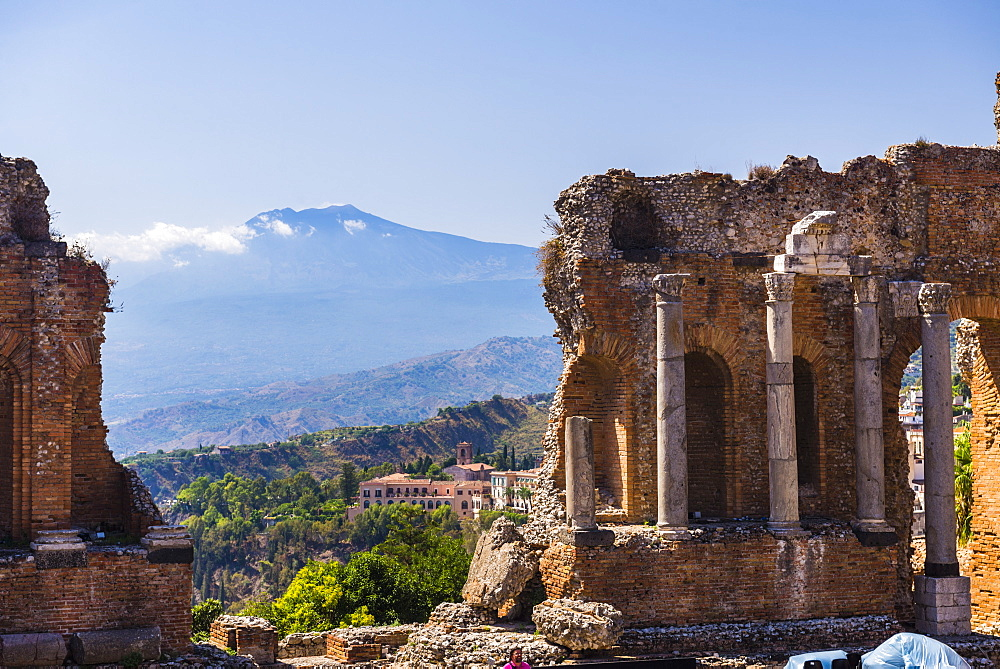 Teatro Greco (Greek Theatre), ruins of columns at the amphitheatre, and Mount Etna volcano, Taormina, Sicily, Italy, Europe