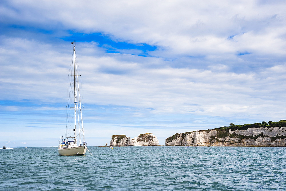 Sailing boat at Old Harry Rocks, between Swanage and Purbeck, Dorset, Jurassic Coast, UNESCO World Heritage Site, England, United Kingdom, Europe