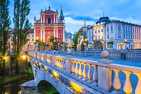 Franciscan Church of the Annunciation and bridge over the Ljubljanica River, Ljubljana, Slovenia, Europe