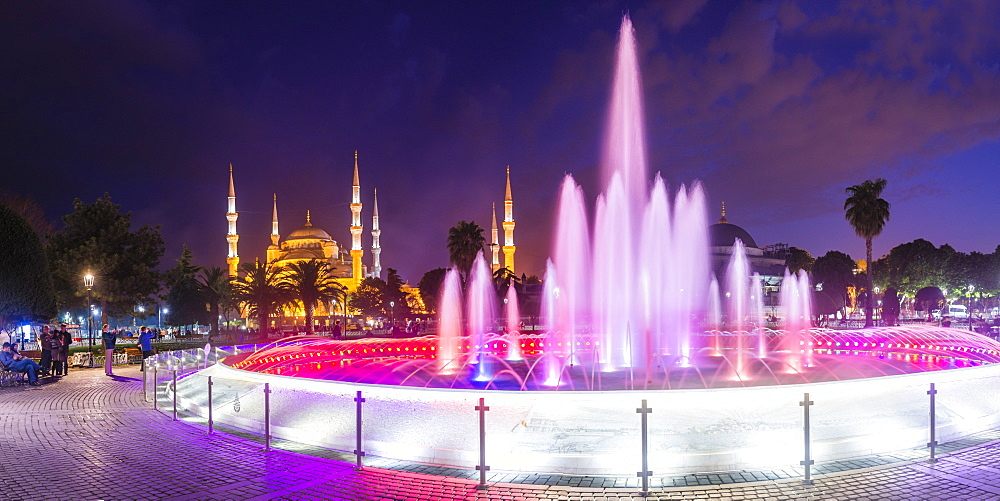 Blue Mosque (Sultan Ahmed Mosque), UNESCO World Heritage Site, and Sultanahmet Square fountain at night, Istanbul, Turkey, Europe