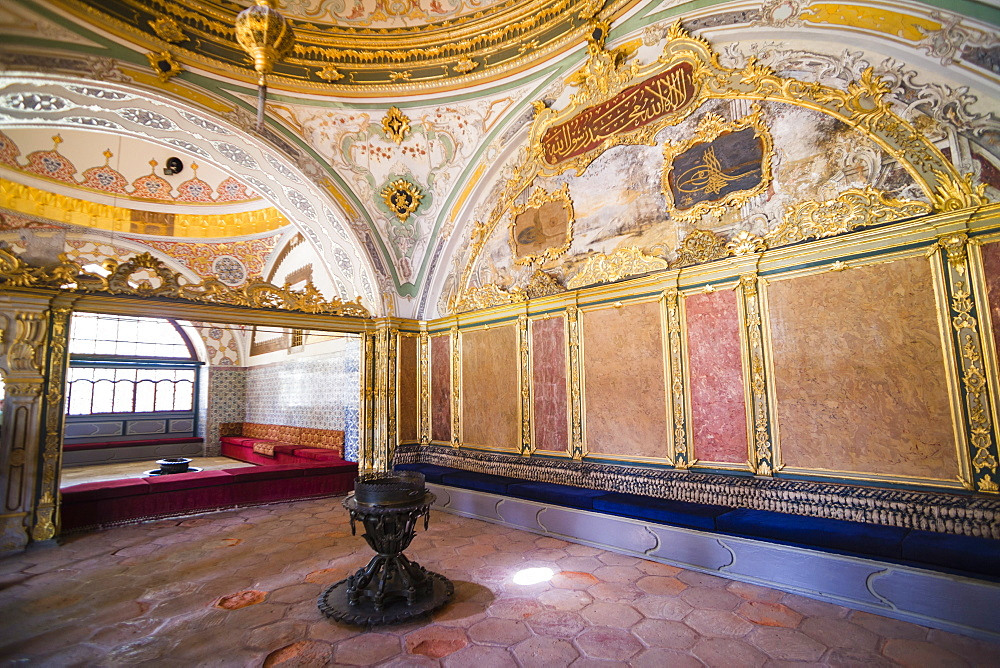 Topkapi Palace decorated interior, UNESCO World Heritage Site, Istanbul, Turkey, Europe