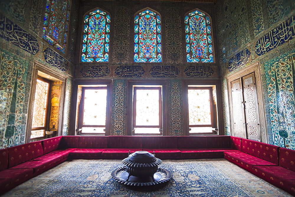 Summerhouse interior at Topkapi Palace, UNESCO World Heritage Site, Istanbul, Turkey, Europe