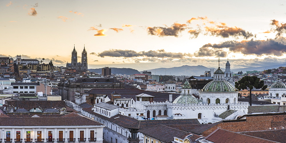 Old City of Quito, UNESCO World Heritage Site, Historic Centre, showing La Basilica Church, Ecuador, South America