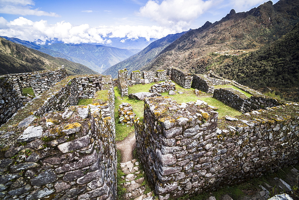 Sayacmarca (Sayaqmarka) Inca ruins, Inca Trail Trek day 3, Cusco Region, Peru, South America