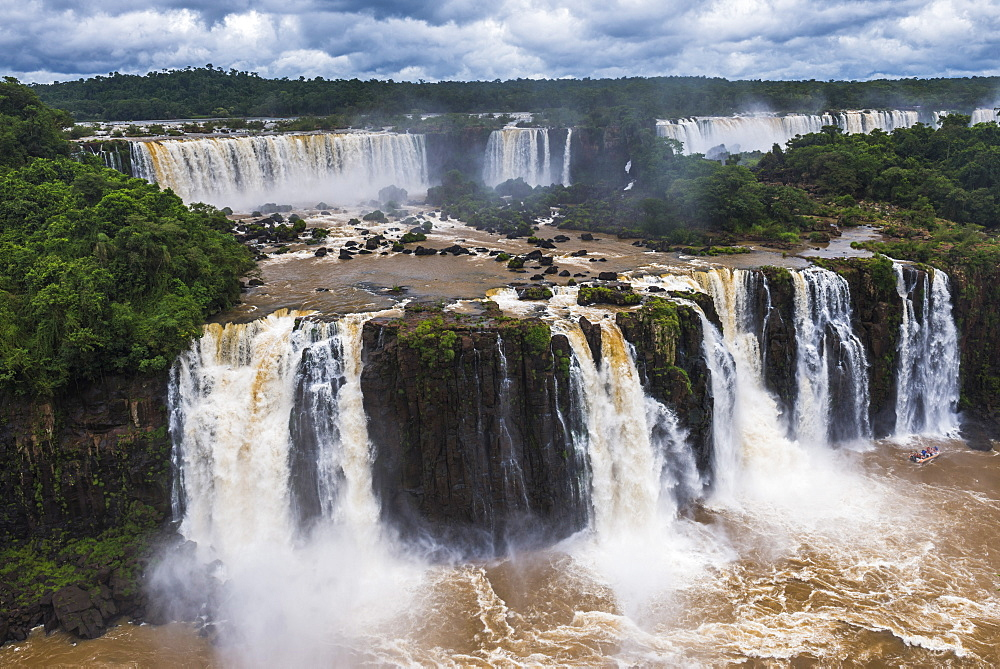 Iguazu Falls (Iguacu Falls) (Cataratas del Iguazu), UNESCO World Heritage Site, Argentinian side een from the Brazilian side, border of Brazil Argentina and Paraguay, South America