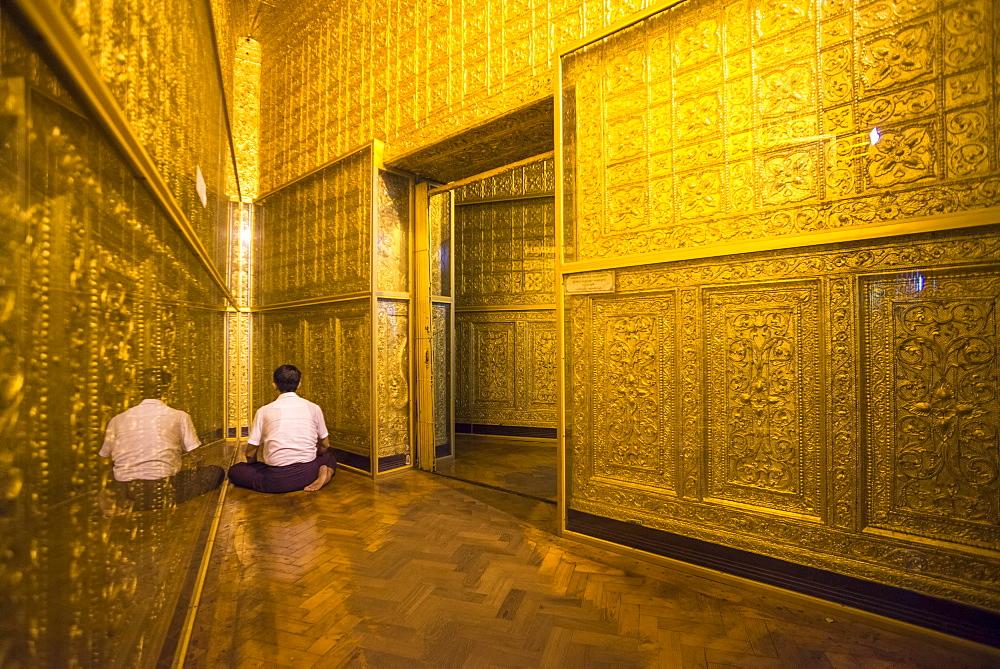Man praying at Botataung Pagoda, Yangon (Rangoon), Myanmar (Burma), Asia