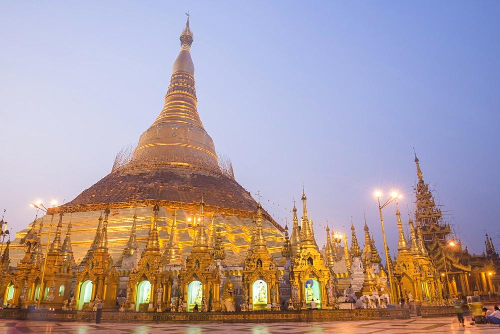 Sunrise at Shwedagon Pagoda (Shwedagon Zedi Daw) (Golden Pagoda), Yangon (Rangoon), Myanmar (Burma), Asia