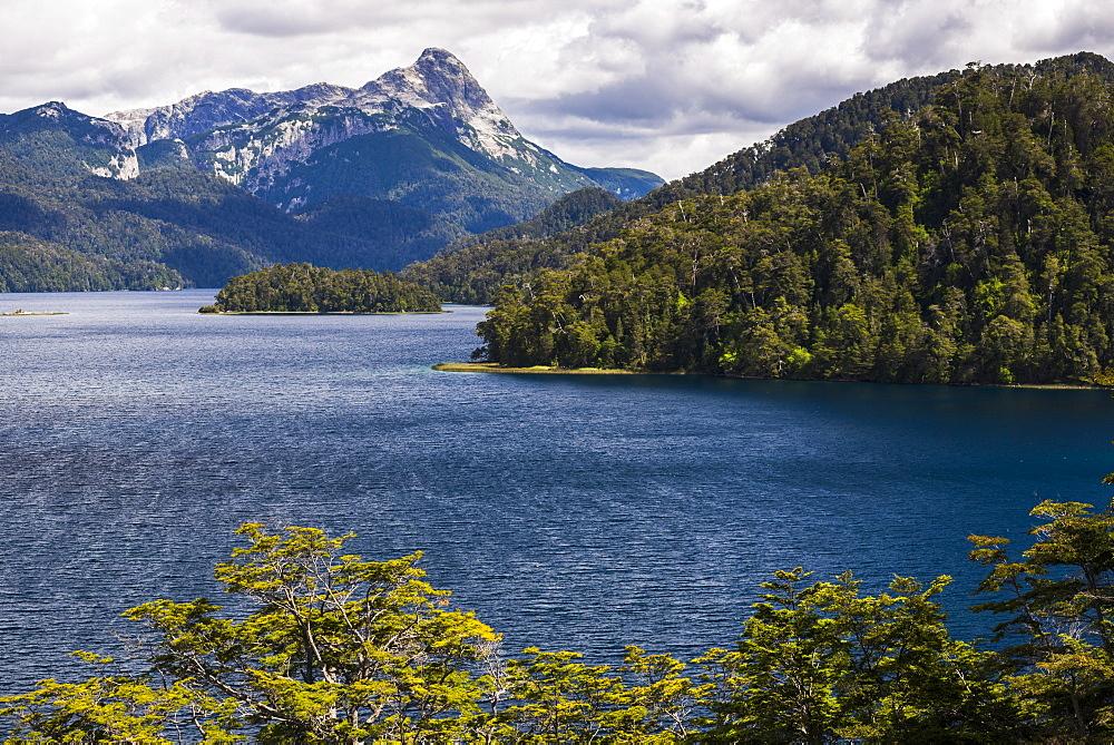 Espejo Lake (Lago Espejo), part of Seven Lakes route, Bariloche (San Carlos de Bariloche), Rio Negro Province, Patagonia, Argentina, South America